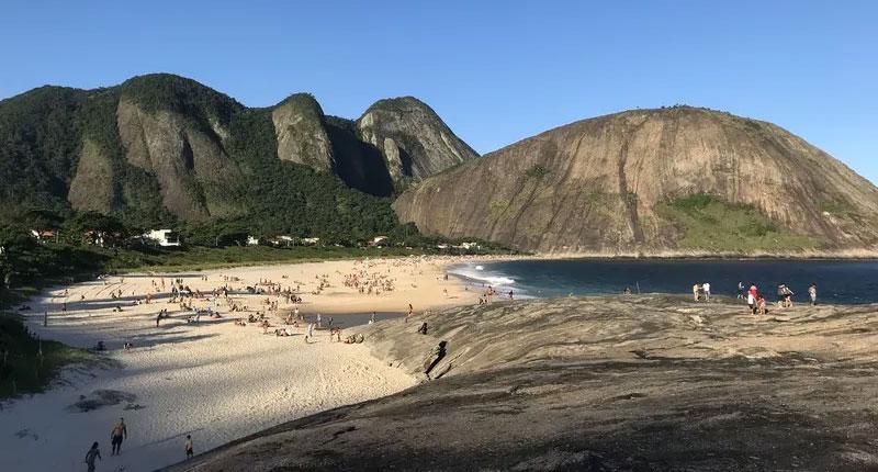 Melhores praias do Brasil: conheça 10 opções incríveis - Praia de Itacoatiara – Niterói