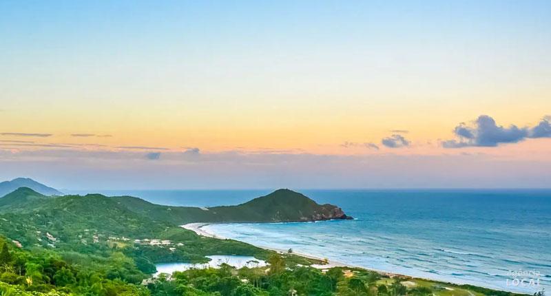 Melhores praias do Brasil: conheça 10 opções incríveis - Praia do Rosa – Imbituba